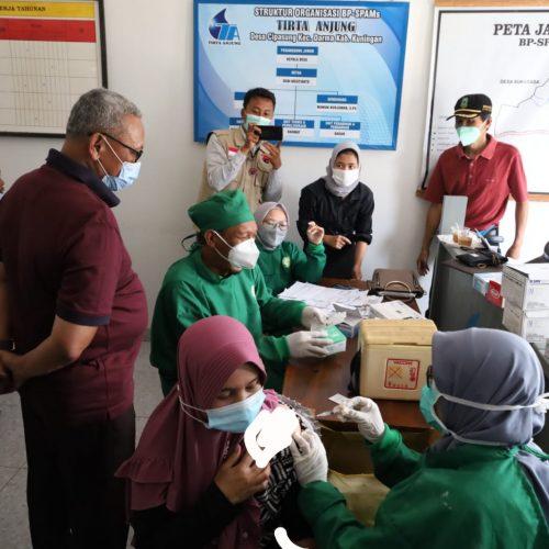 Bupati Acep Monitoring Vaksinasi di Bumdes Ranggapasung Desa Cipasung